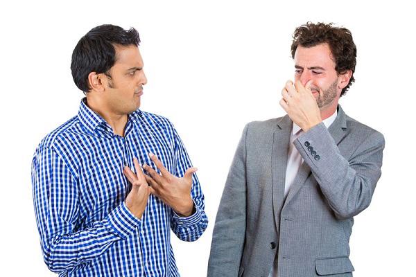 دلایل تعرق و راه های رفع بوی بد بدن
